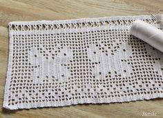 Een tijd terug al begonnen met het haken van een gordijntje voor de badkamer.  Ik kon niet een passend patroon vinden omdat de hoogte maar 2... Love Crochet, Crochet Granny, Filet Crochet, Crochet Stitches, Crochet Baby, Knit Crochet, Crochet Patterns, Cute Lamb, Crochet Curtains