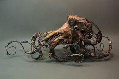 Une nouvelle série de sculptures fantasmagoriques de l'artiste canadienneEllen Jewett, dont nous avions déjà parlé il y a deux ans (les animaux fantasmago