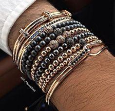 Now that you bought your jewelry, you need to know how to clean gold jewelry. Read more here so that you protect your jewelry and don't damage it when cleaning. Fashion Bracelets, Fashion Jewelry, Men Bracelets, Male Jewelry, Diy Man, Gold Man, Style Masculin, Gold Chains For Men, Clean Gold Jewelry