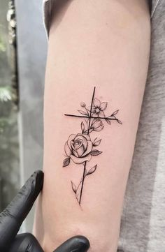 Small tattoo designs are great for a first tattoo if you are thinking of getting inked. Tattoos looks beautiful on any body part but it depends on what kind of tattoo designs it is and what… Cross Tattoo Designs, Small Tattoo Designs, Tattoo Designs For Women, Cross Designs, Tattoo Girls, Tattoos For Guys, Couple Tattoos, Nagel Tattoo, Cross Tattoos For Women