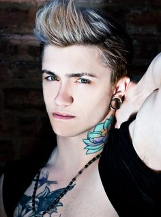 Pretty sure I could never pull off a neck tattoo, but Bass' looks really good on him. Beautiful Boys, Gorgeous Men, Beautiful People, Tattoos For Guys, Cool Tattoos, Hipster Man, Attractive Men, Sleeve Tattoos, Tattoo Neck