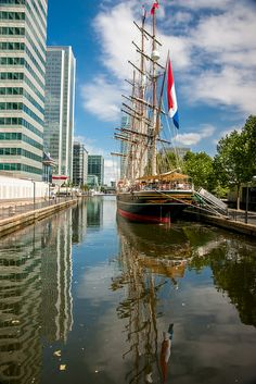 Stad Amsterdam, Canary Wharf, London
