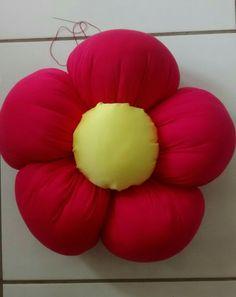 Almofada de flor de fuxico.