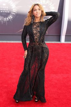 Beyoncé  Wears  Nicolas Jebran  At  MTV Vidéo Music Awards 2014
