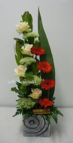 Another composition - Closcrapflower - Another composition Best Picture For garden architecture For Your Taste You are looking for somet - Arrangement Floral Rose, Contemporary Flower Arrangements, Easter Flower Arrangements, Tropical Floral Arrangements, Creative Flower Arrangements, Flower Arrangement Designs, Ikebana Flower Arrangement, Beautiful Flower Arrangements, Flower Centerpieces