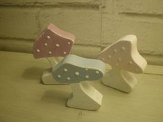 3 decorative wood mushrooms painted in pastel colors Size / Dimensions / Weight: approx. 8 cm x 6 cm each mushroom - Total weight : 65 g Materials used: solid wood 1.4 cm Manufacturing process:...