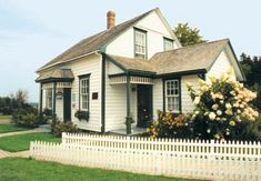 Anne of Green Gables Road Trip, Prince Edward Island, Canada Diorama, Alberta Travel, Gable House, Chronicles Of Narnia, Prince Edward Island, Exterior Paint, House Tours, Architecture Design, Road Trip