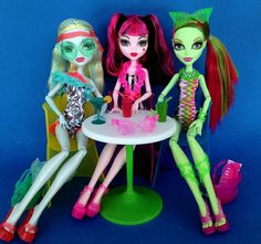 ghouls at the beach Cool Monsters, Famous Monsters, Monster High Dolls, Monster Girl, Princess Zelda, Disney Princess, Custom Dolls, Disney Characters, Fictional Characters