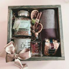 Coffee Gift Baskets, Diy Gift Baskets, Coffee Gifts, Gift Hampers, Christmas Gifts For Her, Christmas Decorations To Make, Christmas Diy, Wedding Gift Boxes, Diy Wedding