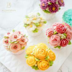 Suka tak flower cupcakes macam ni? 😊 #buttercreamflower #buttercreamcake #koreanbuttercream #koreanbuttercreamflowers #koreanflowercake #flowercake #floralcake #wiltoncakes #wilton #bakingstagramdecorating #floralbuttercream #homemade #bakewithlove #homebaker #kekkahwin #instafood #food52 #yummy #f52grams #food #buttercream #delicious #birthdaycake #rose #버터크림플라워 #kekhantaran #roses