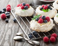Move over cheese boards, the pavlova grazing platter is here The ultimate Christmas dessert. - by Laura Barry Mini Pavlova, Two Ingredient Desserts, Tolle Desserts, Aussie Food, Mousse, Chocolate Shavings, Vegan Appetizers, Great Desserts, No Bake Treats