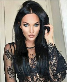 Natalie Halcro - hair and makeup on point 👌 Pretty Eyes, Beautiful Eyes, Gorgeous Women, Beautiful People, Natalie And Olivia, Woman Crush, Woman Face, Dark Hair, Pretty Woman