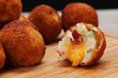 Loaded Cheese Stuffed Mashed Potato Balls, substitute bacon and you got a yummy vegetarian appetizer! Cheddar, Loaded Mashed Potatoes, Fried Mashed Potatoes, Potato Dishes, Appetizer Recipes, Foodies, Cooking Recipes, Vegetarian Recipes, Yummy Food