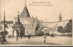 Фотография - Варварские ворота. Боголюбская часовня - снимок сделан в 1901 году (направление съемки — юго-запад)