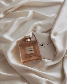 I've Worn the Same Perfume for 10 Years, But These 5 Fragrances Changed Me - -. - I've Worn the Same Perfume for 10 Years, But These 5 Fragrances Changed Me – – - Boujee Aesthetic, Cream Aesthetic, Brown Aesthetic, Aesthetic Collage, Aesthetic Vintage, Aesthetic Photo, Aesthetic Pictures, Aesthetic Outfit, Aesthetic Grunge