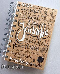 • Notitieboekje 'Janneke' • ©️ Voor het afscheid van haar collega Janneke was @marritvanluxemburg op zoek naar een cadeautje dat vooral…