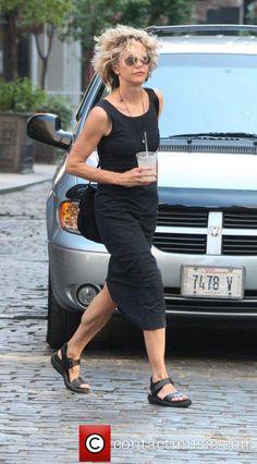 Meg Ryan - casual black dress I like the shoes