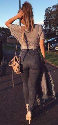 simple outfit tee + bag + skinny jeans + heels