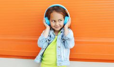 How audiobooks (and podcasts) can help Kkds who struggle with reading, with lists by grade span of recommended audio books and podcasts.