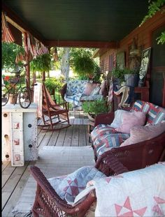 Front porch using quilts