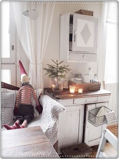 PIENI PILVENHATTARA Country Christmas, Entryway Bench, Kitchen Island, Furniture, Home Decor, Entry Bench, Island Kitchen, Hall Bench, Decoration Home