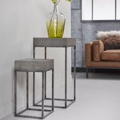 Exxton - blomstersøjle, patineret metal, massiv grå mango træ, 28 x 28 cm Mango, Metal, Table, Furniture, Design, Home Decor, Manga, Metals, Interior Design