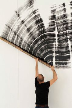 Ferran Gisbert wields a handmade paintbrush corresponding to his own hight. Photo: Kike Sempere