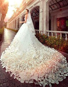 $580.79 Dresswe.comサプライ品ゴージャスなAラインの床の長さの大聖堂パターンドフラワービーズウェディングドレス