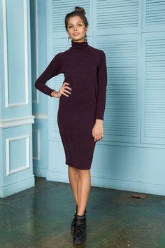 Платье-водолазка (32 фото): миди, ниже колена, длинное, бежевое, синее, без рукава