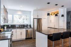 006 - Simard Cuisine et Salle de bains Kitchen Interior, New Kitchen, French Door Refrigerator, Home Kitchens, Kitchen Appliances, Table, Room, David, House