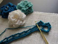 Crocodile Stitch Flower: Free Pattern Très jolies fleurs...