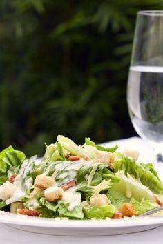 Σαλάτα με iceberg, blue cheese και μπέικον Salad Bar, Appetisers, Greek Recipes, Salad Dressing, Finger Food, Better Life, Food Processor Recipes, Side Dishes, Cabbage