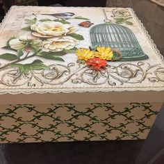 Cd Crafts, Arts And Crafts, Jewelry Box Makeover, Altered Tins, Decoupage Box, Keepsake Boxes, Craft Fairs, Painting On Wood, Stencils