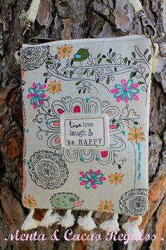 Bolso bandolera hecho a mano con inscripción vive ,ama,ríe y se feliz ,lovely