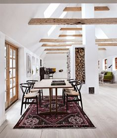 Bohemian modernist dining space + Hans Wegner Wishbone Chairs.
