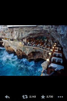 Oceanside restaurant in Italy