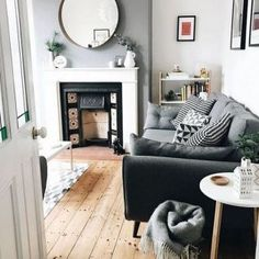 Zimmer Ideen Cool Terraced House Interior for Inspiration of Eco Friendly Dream Homes Home Interior, Home Living Room, Interior Design Living Room, Living Room Designs, Living Room Decor, Interior Livingroom, Interior Design Victorian House, Victorian House Interiors, Dining Room