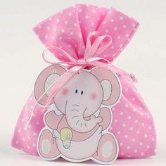Se trata de bolsitas de tela rosas con lunares blancos que contienen cinco deliciosas peladillas de chocolate. Como decoración para esta bolsita hay un bonito motivo de elefante bebé