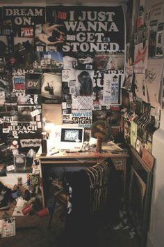 grunge room diy Pin By Ajellagosa On Wallpaper In 2019 Grunge Room Grunge Emo Bedroom, Grunge Bedroom, Room Ideas Bedroom, Bedroom Decor, Rock Bedroom, Hipster Bedrooms, Messy Bedroom, Teen Bedrooms, Trendy Bedroom