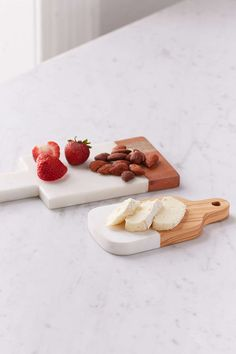 Inlaid Marble Cutting Board Set from Urban Outfitters. Set of 2 cutting boards made from natural olivewood. (sponsored affiliate link)