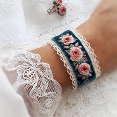 floral embroidery Salk Health in ihren Hnden _________________________________. Denim Bracelet, Fabric Bracelets, Embroidery Bracelets, Ribbon Embroidery, Floral Embroidery, Embroidery Stitches, Embroidery Patterns, Wire Bracelets, Cross Stitches