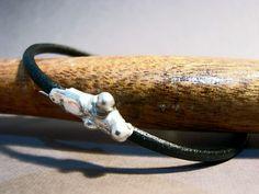 Abstracción; 2015 Pulsera de Plata y Cuero (leather and silver bracelet) Cristina Alises