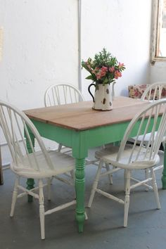 Breakfast table decorations decorating ideas chairs ideas for 2019 Painted Kitchen Tables, Painted Chairs, Painted Furniture, Cottage Dining Rooms, Kitchen Table Makeover, Décor Boho, Vintage Room, Vintage Furniture, Home Interior Design