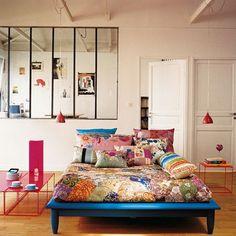 Easy DIY platform bed... I could do this:)