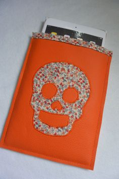 Housse tête de mort en simili cuir orange et liberty faite main pour tablette iPad mini d'Apple