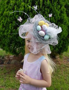 How to make a Pretty Birds Nest Spring Easter Parade school Hat fascinator with a headband, pastel glitter eggs, tulle, butterflies and a cute bird, everything spring bonnets should be! Full Picture DIY Tutorial instructions on hat and birds nest Cute Birds, Pretty Birds, Easter Projects, Easter Crafts, Easter Hat Parade, Diy Ostern, Boyfriend Crafts, Easter Activities, Valentine's Day Diy