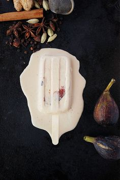 Chai Spiced Coconut Fig Popsicles-drop sugar for maple syrup and black tea for rooibos Fig Recipes, Raw Food Recipes, Sweet Recipes, Cream Recipes, Summer Recipes, Ice Cream Pops, Ice Cream Treats, Ice Pops, Raw Desserts