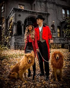 Couple's matching halloween costume and golden retrievers with lion's mane. #halloween #costumeideas #couplegoals Family Halloween, Halloween 2018, Couple Halloween Costumes, Happy Halloween, Instagram Outfits, Instagram Fashion, Daily Street Style, Effortlessly Chic Outfits, Classy Couple
