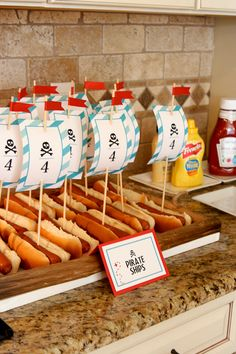 Perritos calientes para una fiesta pirata... Qué divertido! / Fun hotdogs for a pirate party!