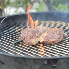 The MeatStick is de eerste slimme, draadlooze vleesthermometer dat zo eenvoudig werkt via de telefoon. In 3 stappen heb je een perfect gegaard gerecht op tafel staan. Plaats de thermometer in je favoriete stuk vlees, stel de klok in via de app op je telefoon en wachten maar tot je vlees ready to eat is! Dankzij de vleesthermometers van The MeatStick is het bereiden van een stukje vlees nog nooit zo eenvoudig geweest. Steak, Food, Essen, Steaks, Meals, Yemek, Eten